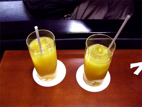 空港ラウンジ飲み物